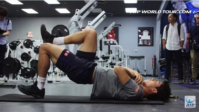 テニス選手のオフトレーニング 錦織圭選手の場合 片足ヒップリフト お尻やハムストリングスのトレーニング