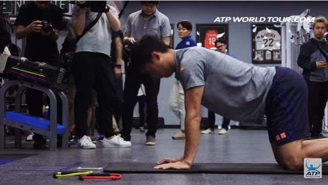 テニス選手のオフトレーニング 錦織圭選手の場合 ヨガ 猫のポーズ