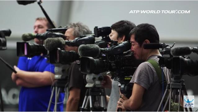 テニス選手のオフトレーニング 錦織圭選手の場合 錦織圭を追いかけるメディア 報道陣