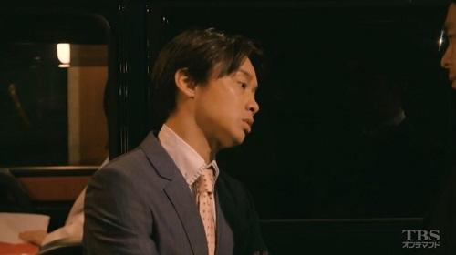 日曜劇場「小さな巨人」 車の中田隆一(加藤晴彦)