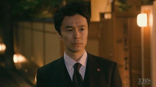 日曜劇場「小さな巨人」 車を見送る香坂真一郎(長谷川博己)04