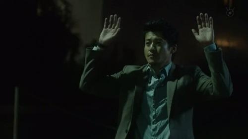 第2話 CRISIS クライシス 公安機動捜査隊特捜班 手を挙げる稲見朗(小栗旬)