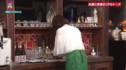 4月12日 天海祐希・石田ゆり子のスナックあけぼの橋 グラスを探す石田ゆり子