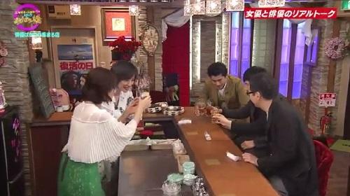 4月12日 天海祐希・石田ゆり子のスナックあけぼの橋 乾杯する5人