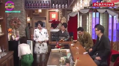 4月12日 天海祐希・石田ゆり子のスナックあけぼの橋 冷蔵庫を開ける石田ゆり子
