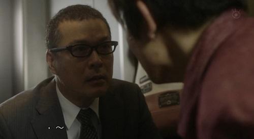CRISIS クライシス 公安機動捜査隊特捜班 じっと見つめる吉永三成(田中哲司)