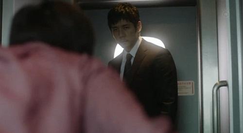 CRISIS クライシス 公安機動捜査隊特捜班 睨み付ける田丸三郎(西島秀俊)