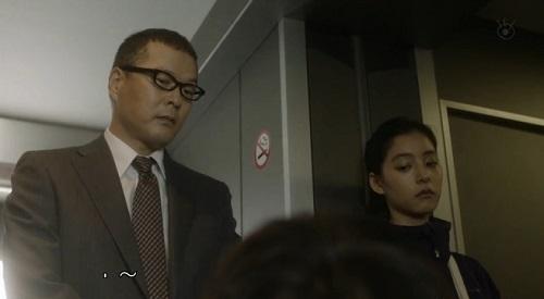 CRISIS クライシス 公安機動捜査隊特捜班 見下ろす吉永三成(田中哲司)と大山玲(新木優子)