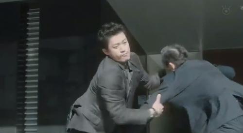 フジテレビ 第6話 「CRISIS クライシス 公安機動捜査隊特捜班」 間一髪で飛び込んでくる稲見朗(小栗旬)