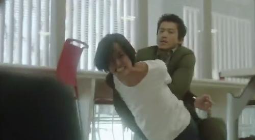 第7話 フジテレビ 「CRISIS クライシス 公安機動捜査隊特捜班」実行犯を取り押さえる稲見朗(小栗旬)01