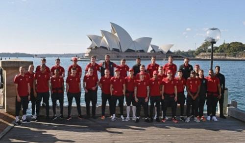 親善試合(フレンドリーマッチ) シドニーFC vs リバプールFC戦 シドニー入りして記念撮影