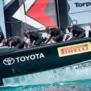 エミレーツ・チーム・ニュージーランド 足こぎ方式ヨットの4人のサイクラー