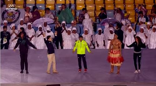 2016年リオオリンピック閉会式 ステージ上のピタ・タウファトファ選手、伊調馨選手