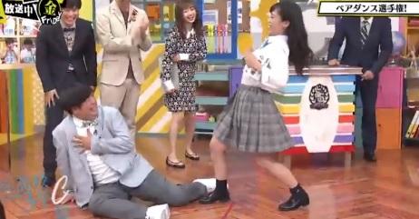 第85回「青春高校 3年C組 金曜日」担任:バナナマン日村 生徒のパンチラやおっぱいダンスに興奮する日村先生?