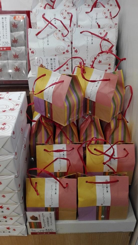 広島空港の国内線の売店「ANA FESTA」で店員さんに聞いたお土産ランキング もみじ饅頭 藤い屋