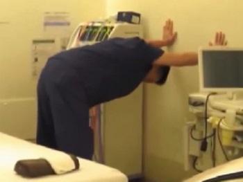腰痛改善ストレッチ 立ちオットセイ体操 お辞儀も