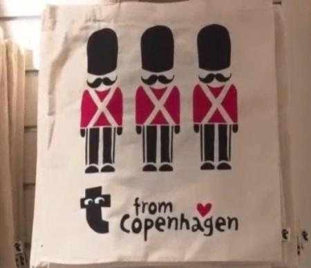 フライングタイガー コペンハーゲン 表参道ストアで一番の人気商品の兵隊さんデザインのエコバッグ