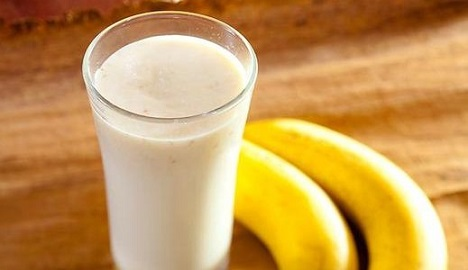 トレーニング前の食事プラン プロテインとバナナ