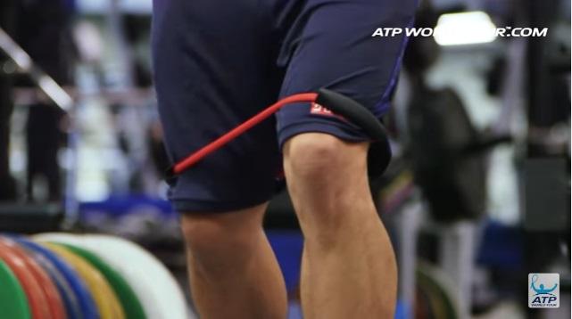 テニス選手のオフトレーニング 錦織圭選手の場合 下半身のチューブトレーニング