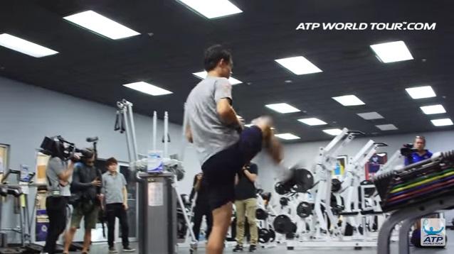 テニス選手のオフトレーニング 錦織圭選手の場合   内転筋のダイナミックストレッチ
