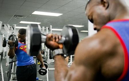 男性ホルモンのテストステロンが最も強烈に作用する体の部位は? 筋トレ