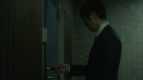 第2話 CRISIS クライシス 公安機動捜査隊特捜班 ピッキングをする田丸三郎(西島秀俊)