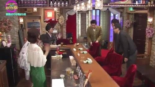 4月12日 天海祐希・石田ゆり子のスナックあけぼの橋 手を振る石田ゆり子