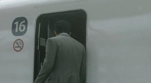 CRISIS クライシス 公安機動捜査隊特捜班 新幹線16号車に乗り込む小栗旬