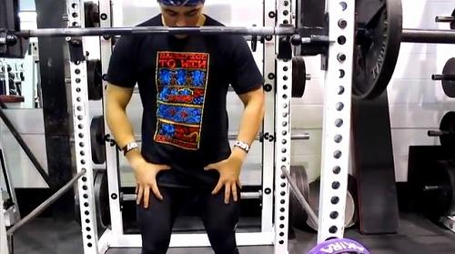 クロスフィット的スクワットの注意点 反り腰を防ぐ 大臀筋を固める02