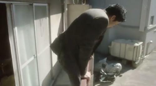フジテレビ 第6話 「CRISIS クライシス公安機動捜査隊特捜班」 里見修一に逃げられた稲見朗(小栗旬)は2階から下へ飛び降りる