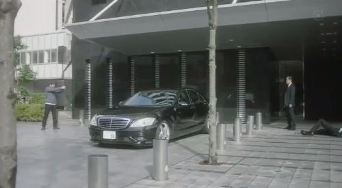 フジテレビ 第6話 「CRISIS クライシス 公安機動捜査隊特捜班」 車を挟んで対峙する里見修一と乾陽一警視総監