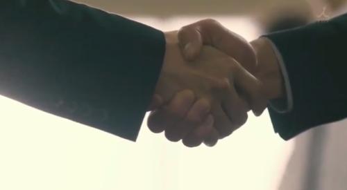 TBS 日曜劇場 「小さな巨人」 第6話 芝署編完結 固い握手を交わす香坂真一郎(長谷川博己)と山田春彦(岡田将生)