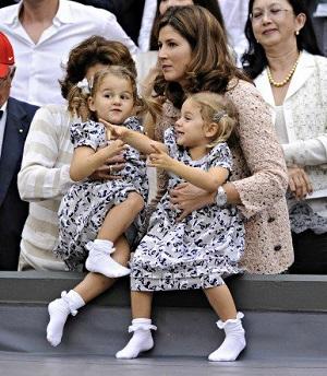 ウィンブルド2012 フェデラーを応援するミルカ夫人と双子の姉妹