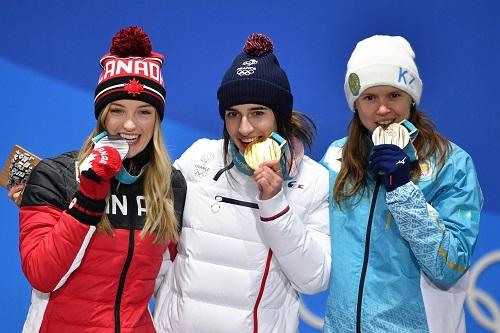 平昌オリンピックのメダリストたち なぜメダリスト達はメダルを噛むのか?