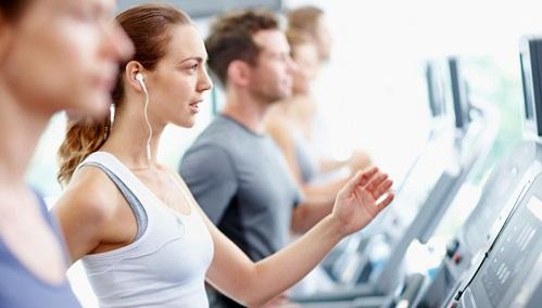 筋トレとランニングを併用する場合の怪我防止 イヤホンの弊害