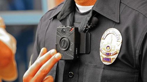 カリフォルニア州 警察 ボディカメラ