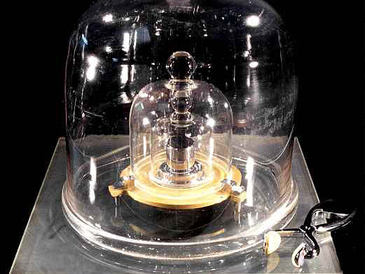 NHK チコちゃんに叱られる! 国際キログラム原器。英語だとinternational prototype kilogram、略してIPK