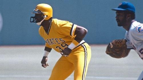 日本プロ野球界で着用者急増中のフェイスガード付きヘルメット。アメフト型ヘルメットを着けるデーブ・パーカー