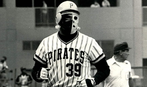 日本プロ野球界で着用者急増中のフェイスガード付きヘルメット。ホッケーマスクの加工品を着けるデーブ・パーカー