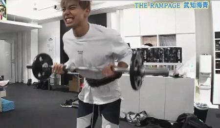 EXILE史上最高の肉体 THE RAMPAGE武知海青のトレーニング方法 アームカール