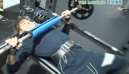 EXILE史上最高の肉体 THE RAMPAGE武知海青のトレーニング方法 ベンチプレス