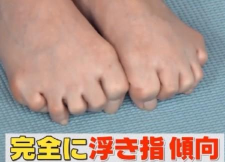 この差って何ですか?体のゆがみSP 隠れ浮き指の自宅チェック法 小寺真理(吉本坂46)の足