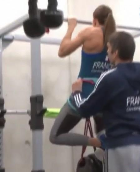 懸垂を「根性論」と切り捨てるプロクライマー野口啓代の筋肉を作るトレーニングとは?フランス代表のおもりを付けたタダの懸垂