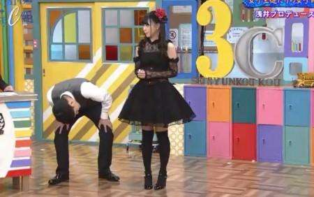 第378回「青春高校3年C組 火曜日」まーがりんのゴスロリ姿のスカートの中身を覗く千鳥ノブ先生
