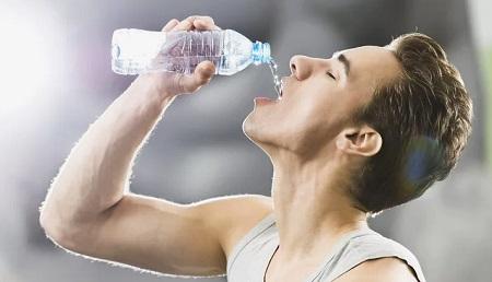 ラグビーやサッカーで独特のドリンクボトルが使われるのはなぜ?あの名称は何という?衛生面