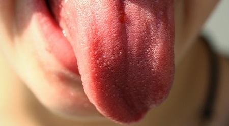 主治医が見つかる診療所で紹介のシワ&たるみ&ほうれい線を消して代謝アップ効果もある「舌トレ」のやり方 01