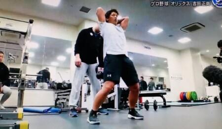 吉田正尚の筋肉を作る室伏広治流トレーニング法の内容とは?バンド&ケトルベルプルオーバー