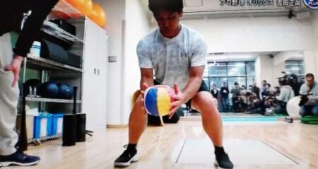 吉田正尚の筋肉を作る室伏広治流トレーニング法の内容とは?紙風船トレ