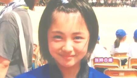 浜辺美波の小学生時代 8歳の写真