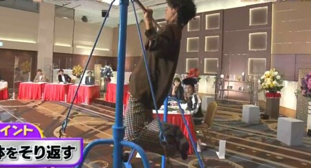 滝藤賢一の背筋を鍛える懸垂トレーニングのやり方 体をそる